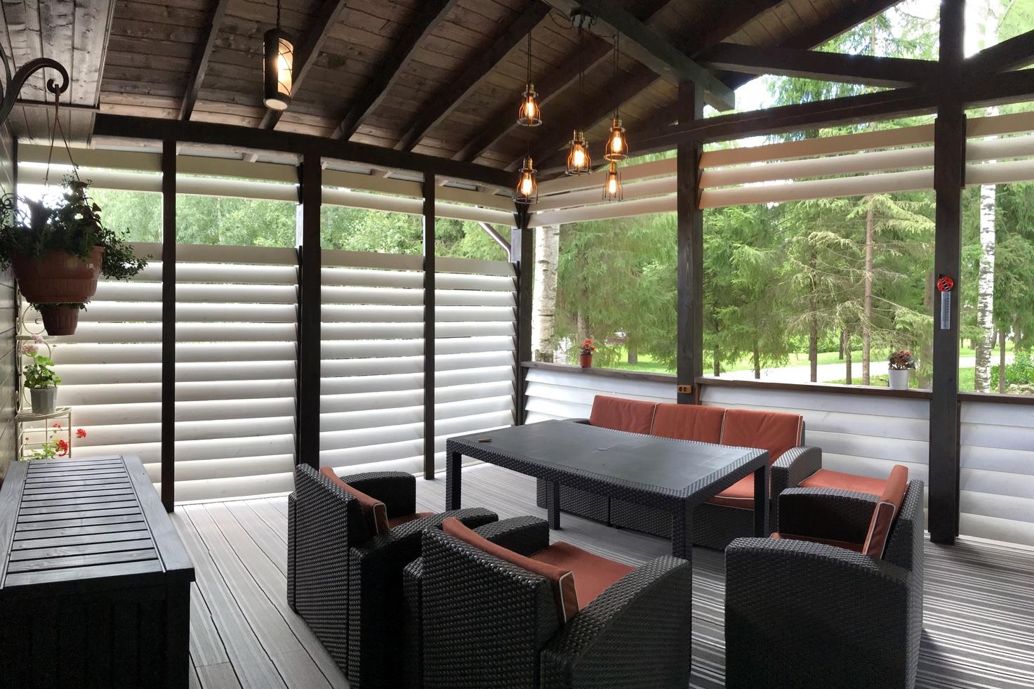Резиденция Комела - веранда для отдыха на природе